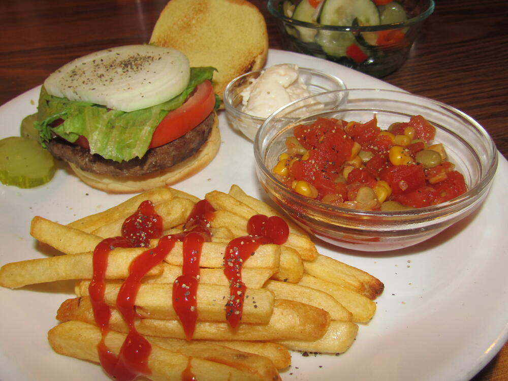 Name:  Burger, California.jpg Views: 15 Size:  101.6 KB