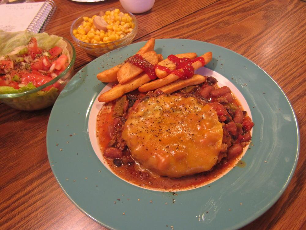 Name:  Chili n' Cheeseburger.jpg Views: 152 Size:  116.5 KB
