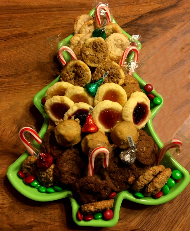 Name:  christmas_cookie_tray_121619_1_IMG_7811.jpg Views: 73 Size:  144.5 KB