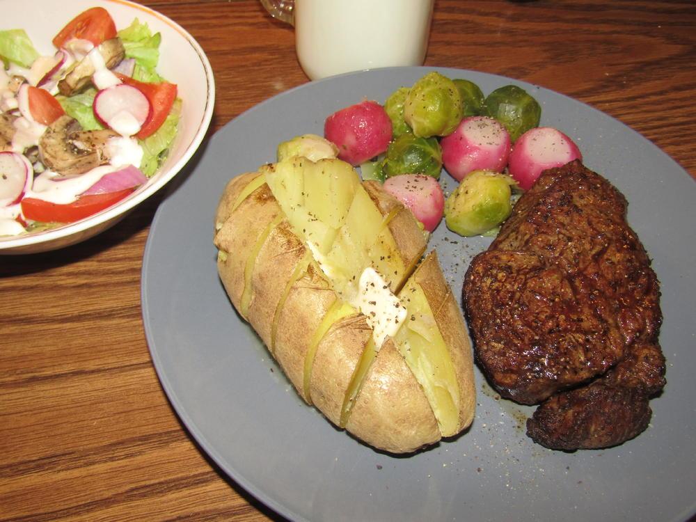 Name:  Filet Mignon, Sprouts & Radishes.jpg Views: 117 Size:  121.0 KB
