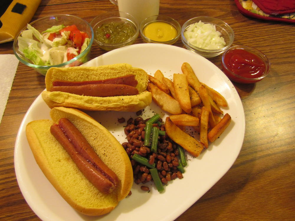 Name:  Hot Dog Dinner.jpg Views: 73 Size:  114.4 KB