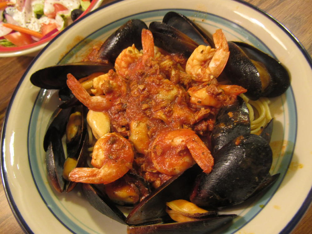 Name:  Mussels, Shrimps in Red Clam Sauce.jpg Views: 47 Size:  120.2 KB
