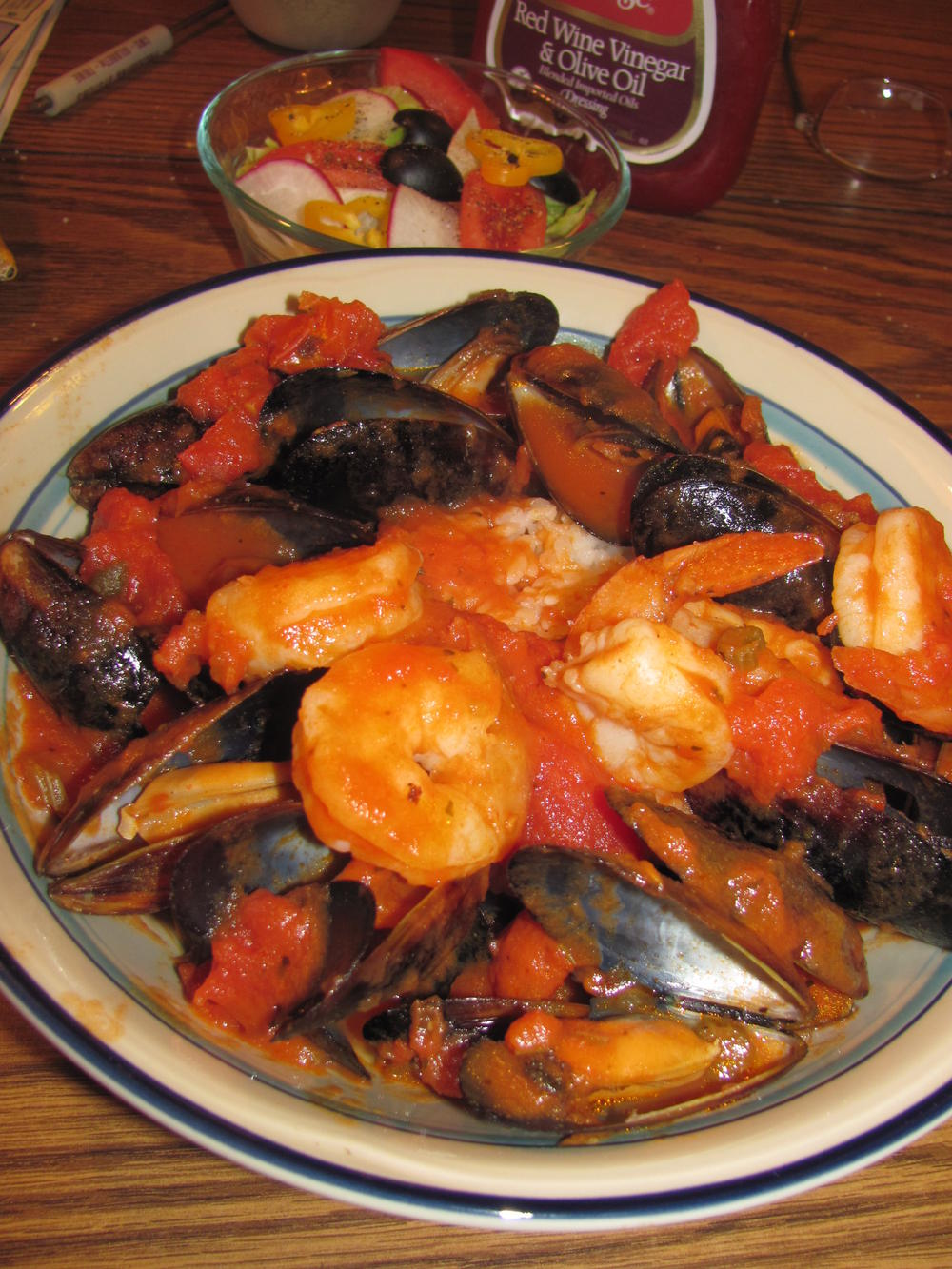 Name:  Mussels & Shrimps in Tomato. Garlic  .jpg Views: 79 Size:  213.3 KB