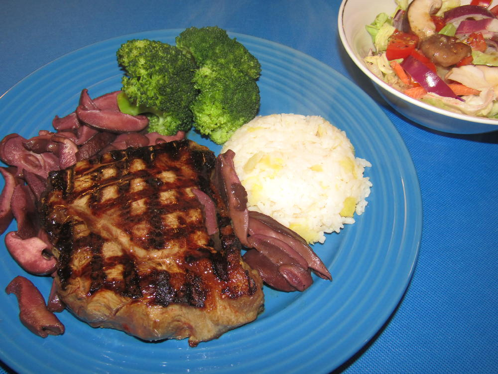 Name:  N.Y. Strip,Shiitaki's In Butter & Wine.jpg