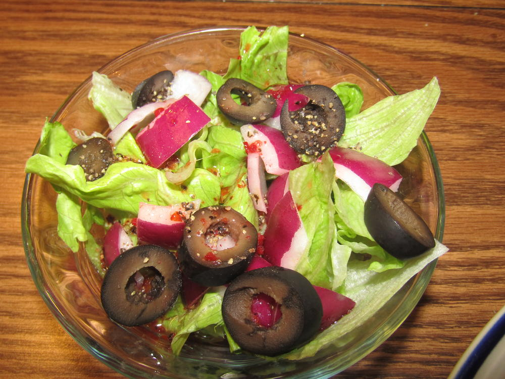 Name:  Salad, Iceberg, Red Onion & Black Olive.jpg