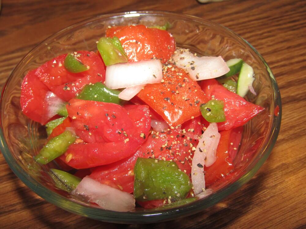 Name:  Salad, Tomato, Pepper & Onion .jpg Views: 62 Size:  117.6 KB