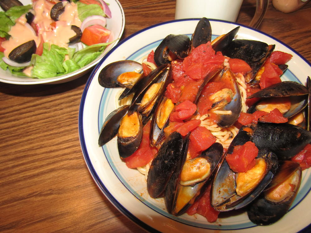 Name:  Steamed Mussels on a bed of #8, .jpg Views: 33 Size:  142.1 KB