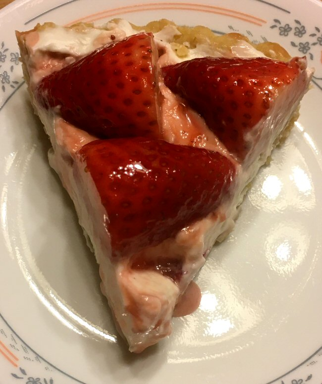 strawberry_tart_slice_011921_IMG_7630.JPG