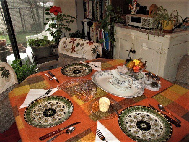 Thanksgiving table 2020.JPG